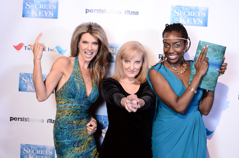 photo-red-carpet-fun-women-robin-jay-farida-akadiri-charlies-angel